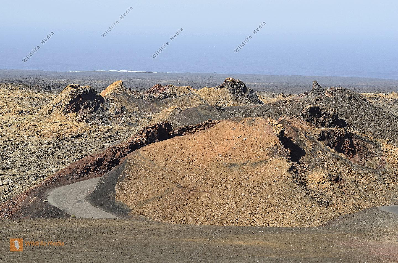 Spanien Lanzarote Vulkankegel und erstarrte Lava
