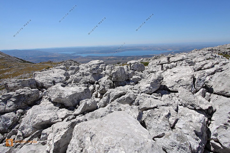 Karstlandschaft mit Meeresblick
