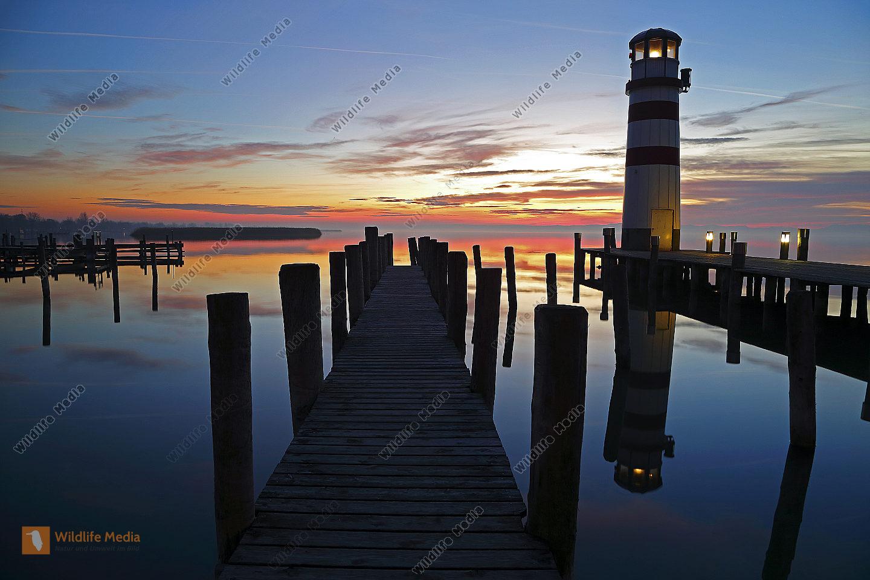 Sonnenuntergang Neusiedlersee mit Leuchtturm