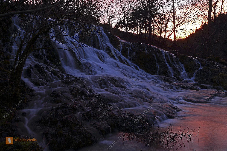 Wasserfall im Abendlicht Langzeitbelichtung