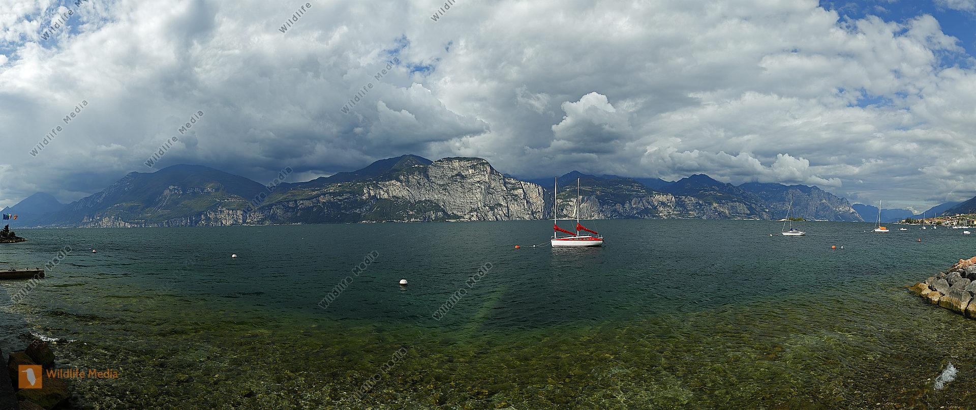 Gardasee mit Segelboot Panorama