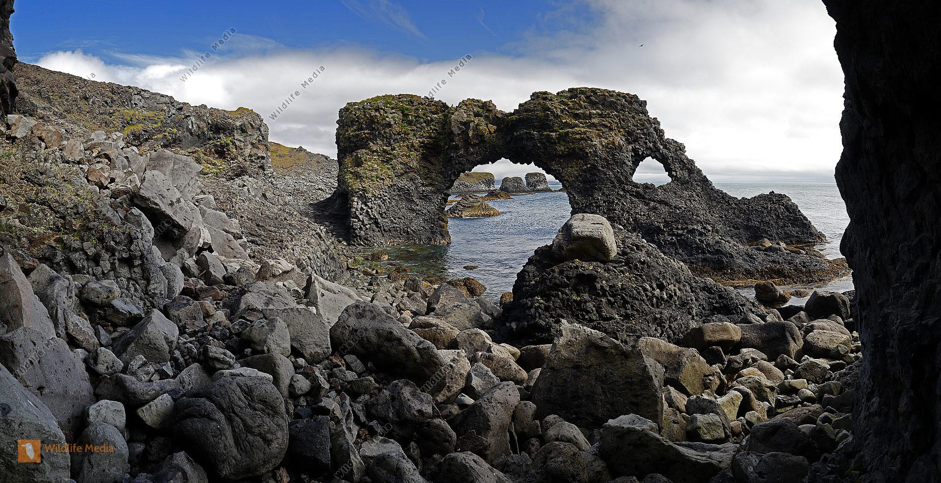 Gatklettur Arch Rock bei Arnarstapi Panorama