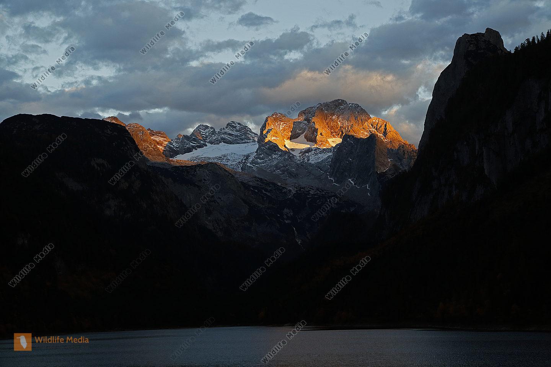 Dachstein im Sonnenuntergang mit Gosausee
